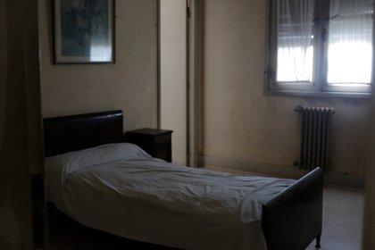 """Después de la inundación, familias del pueblo, con permiso del municipio, fueron a vivir en el Viena. Ellos empezaron a contar historias espectrales: por las noches sentían pasos, ruidos de llaves, como si alguien estuviera haciendo una guardia. Y se paraban en la habitación 106, donde está el sector de clase media. Allí, hasta el presente, se la conoce como el """"cuarto del fantasma"""""""