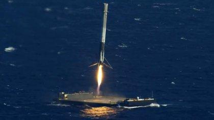 """La plataforma marina """"Por supuesto, todavía te amo"""", es el lugar de descenso del poderoso cohete de SpaceX"""