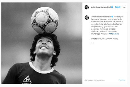 Antonio Bandera también se unió a la lista de famosos que despidieron a Maradona