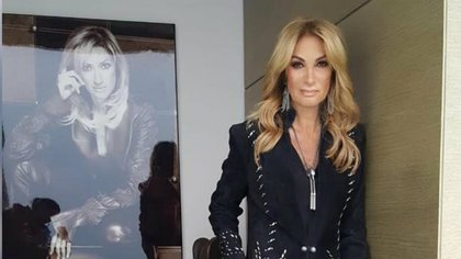 La presentadora habría pedido cobrar lo doble para promocionar el salón de belleza Stars (Foto: Instagram @adelamicha)