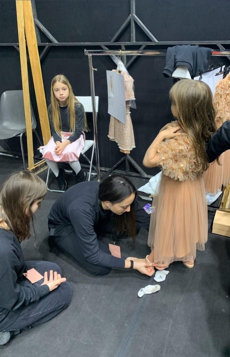 Francesca Icardi tiene 5 años y desfiló por primera vez en el fashion week de Milán (@wanda_icardi)