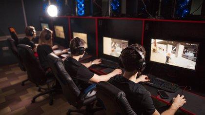 El sistema utiliza herramientas de hardware e Inteligencia Artificial (IA) para detectar y filtrar los comentarios tóxicos de otros jugadores durante los chats de voz de las partidas de videojuegos online (Shutterstock.com)