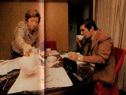 Tito junto a su madre María Celia (Foto: Archivo Maximiliano Roldán)