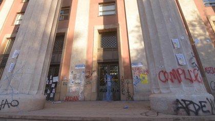 Ayer, una manifestación por el femicidio terminó con incidentes en la Casa de Gobierno de Mendoza