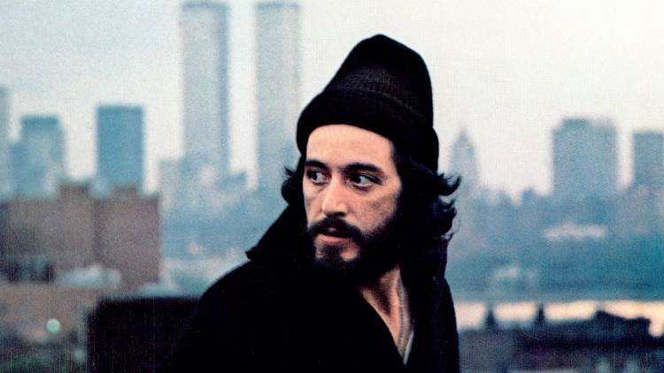 Al Pacino interpretando a Frank Serpico, el policía que expuso el cobro de protección entre sus pares de Nueva York.
