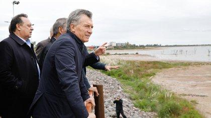 El presidente Macri junto al ministro Gustavo Santos