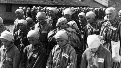 Prisioneras a poco de llegar a Auschwitz