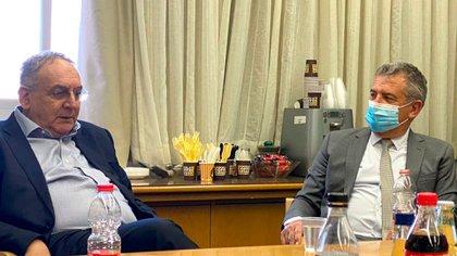 Zeev Rothstein, director general del Hospital Hadassah, reunido con el embajador argentino Sergio Urribarri