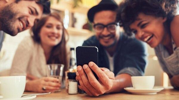 Las redes sociales agudizaron la tendencia de relaciones humanas a la carta. (Archivo)