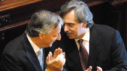 Kirchner y su entonces jefe de Gabinete, el hoy presidente Alberto Fernández, que conocía los principales temores de su jefe Foto NA: HUGO VILLALOBOS