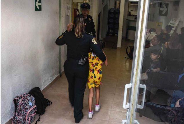 La pequeña fue llevada ante el ministerio público mientras alguien la reclamaba (Foto: Cuartoscuro)