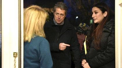 Hugh Grant y Luciana Berger, que fue miembro del Parlamento británico (AP)