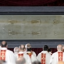 FILE PHOTO: The Holy Shroud is seen during a Mass in the Cathedral of Turin April 19, 2015. REUTERS/Giorgio Perottino/File photo