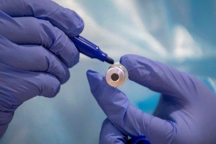 Las vacunas actuales son más rápidas de producir pero son más caras y requieren mayores exigencias de refrigeración. EFE/ Cati Cladera/Archivo