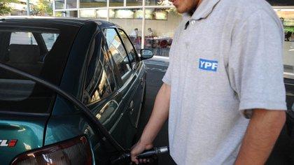 Consultados sobre si el Gobierno estudia aumentos de precios, los ejecutivos de YPF advirtieron que pese a la mayoría estatal de la compañía no participan de esa decisión
