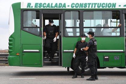 Desde hoy se reforzaron los controles principalmente en colectivos y trenes