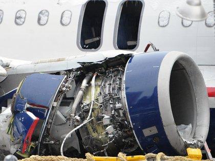 El motor derecho del Airbus del vuelo 1549 de US Airways, totalmente destrozado tras impactar contra una bandada de gansos canadienses: Photo by Kpa/Zuma/Shutterstock