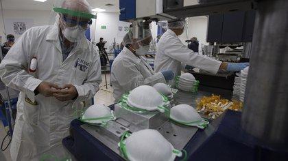 La UNAM desarrollará 12 investigaciones extraordinarias para atender problemáticas generadas por la pandemia (Foto: AP Photo/Fernando Llano)