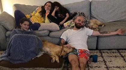 Jesse junto a su esposa y sus hijas (Foto: Instagram)