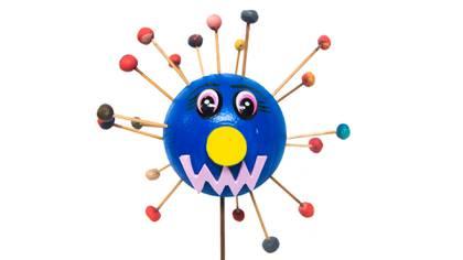 El proceso de revelamiento incluye actividades lúdicas como la construcción del virus con elementos de manualidades.