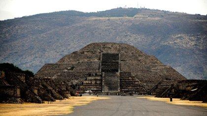 Trabajos de prospección de la pirámide de la Luna revelaron una cámara y un túnel. (INAH)