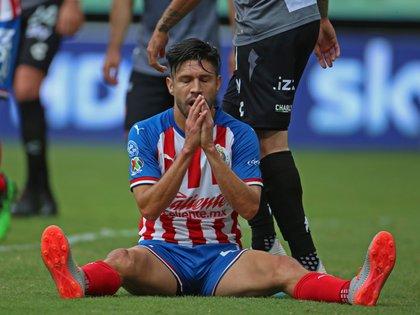 Peralta estuvo a punto de estrenarse como goleador en Chivas, pero el arquero necaxista Hugo González fue la figura del encuentro (Foto: Fernando García Carranza/ Cuartoscuro)
