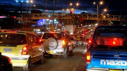 Bogotá registró monumentales trancones en salidas de la ciudad por habitantes que querían evadir el confinamiento