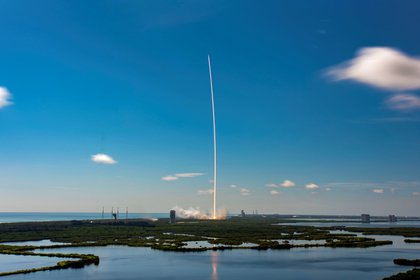 Con los lanzamientos del Falcon 9 , SpaceX ha logrado bajar los costos de acceso al espacio - EFE