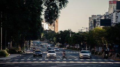A causa de una mayor circulación de autos, la contaminación del aire en la Ciudad de Buenos Aires volvió a los mismos valores previos a la cuarentena por coronavirus (Adrián Escandar)