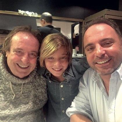 Familia talentosa: Dyango junto a su nieto Izan y su hijo Marcos Llunas.