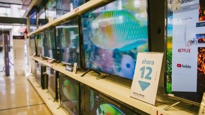 A diferencia de los celulares, los televisores sí pueden comprarse en 12 y 18 cuotas sin interés