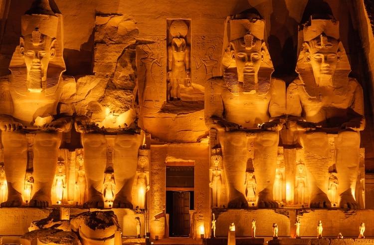 Una buena manera de experimentar Abu Simbel es como parte de un crucero por el Nilo (Shutterstock)
