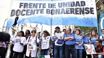 Imagen de archivo de una marcha de gremios docentes (foto Adrián Escandar)