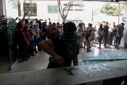 """Pintaron la palabra """"violador"""" en todo el inmueble (Foto: Cuartoscuro)"""