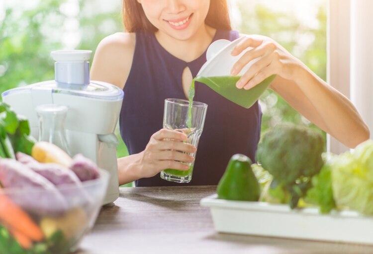 Además de una alimentación saludable, incrementar la masa muscular será clave para mantenerse en forma (Shutterstock)