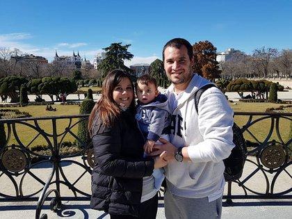 Virginia, Pedro y Gonzalo en Parque el Retiro, Madrid cuando vivieron  dos años