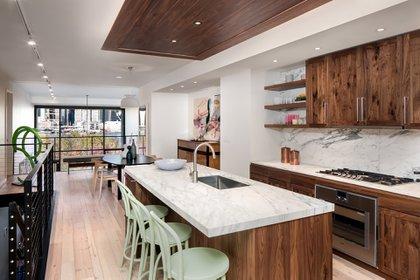 Diseñado por Marvel Architects, reinterpreta a propósito el tradicional Brooklyn Brownstone (Marvel Architects)