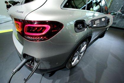 El motor híbrido del Mercedes-Benz GLC 300 de 4MATICfunciona a base de nafta y/o electricidad