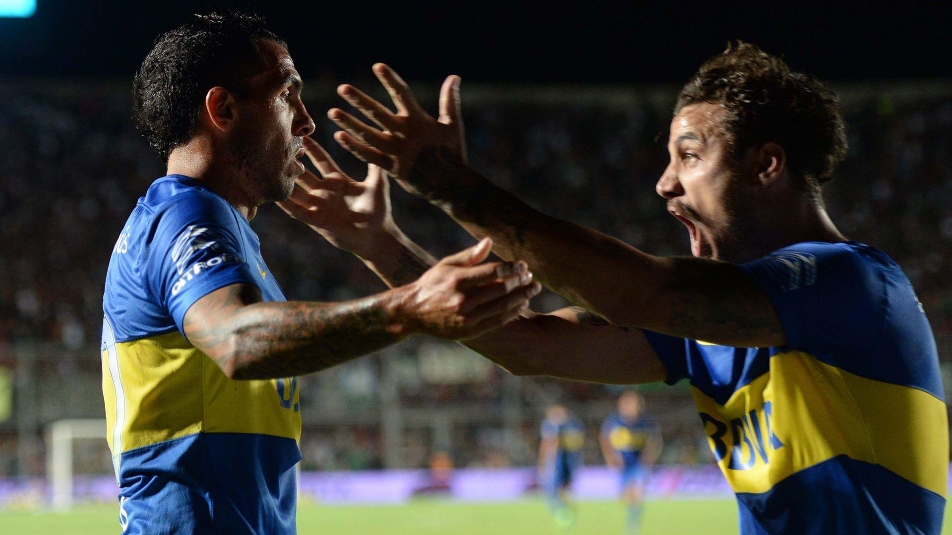 Carlos Tevez y Daniel Osvaldo durante su etapa como compañeros de Boca (Télam)
