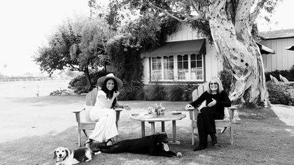 Meghan Markle y Gloria Steinem en compañía de Guy y Pula