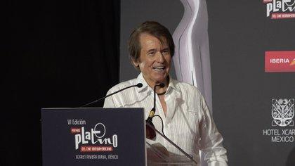 El cantante Raphael recibió el galardón de honor de los Premios Platino 2019 (Foto: Captura de pantalla)