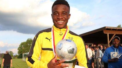 Youssoufa Moukoko tenía 12 años cuando llegó al Borussia Dortmund y empezó a jugar en el Sub-15.