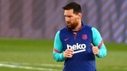 Un sueldo escalonado y el fichaje de una estrella mundial: la oferta que Barcelona prepara para Messi