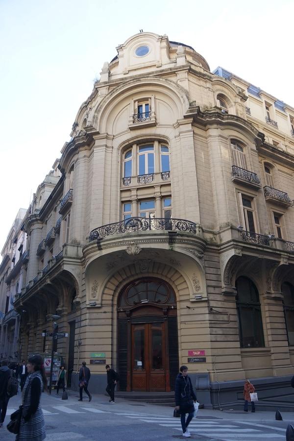 El antiguo Palace Hotel, en la ochava de 25 de Mayo y Perón