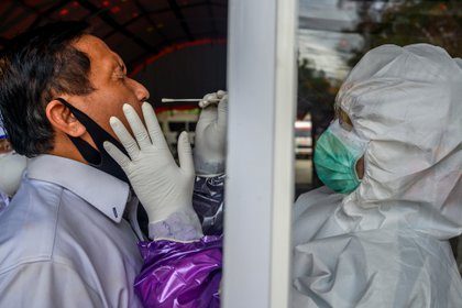 Medical staff takes a swab sample from a worker  to prevent the spread of the coronavirus disease (COVID-19) in Palu, Central Sulawesi Province, Indonesia June 3, 2020, in this photo taken by Antara Foto.  Antara Foto/Basri Marzuki/ via REUTERS    ATTENTION EDITORS - THIS IMAGE WAS PROVIDED BY A THIRD PARTY. MANDATORY CREDIT. INDONESIA OUT.
