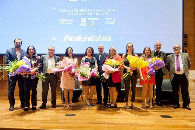 Las ganadoras del premio y las menciones son reconocidas en el auditorio del Centro Cultural de la Ciencia