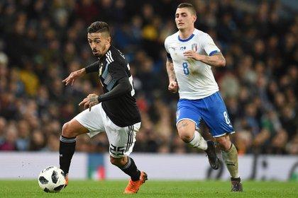 Manuel Lanzini se había ganado un lugar dentro de la lista de 23 tras su buena actuación ante Italia (AFP)