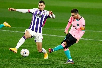 El toque a la red de Messi para su gol récord (Reuters)