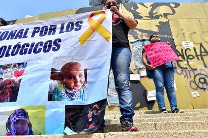Padres de niños con cáncer se manifiestan en las escalinatas del Ángel de la Independencia, en Ciudad de México EFE/ Jorge Nuñez