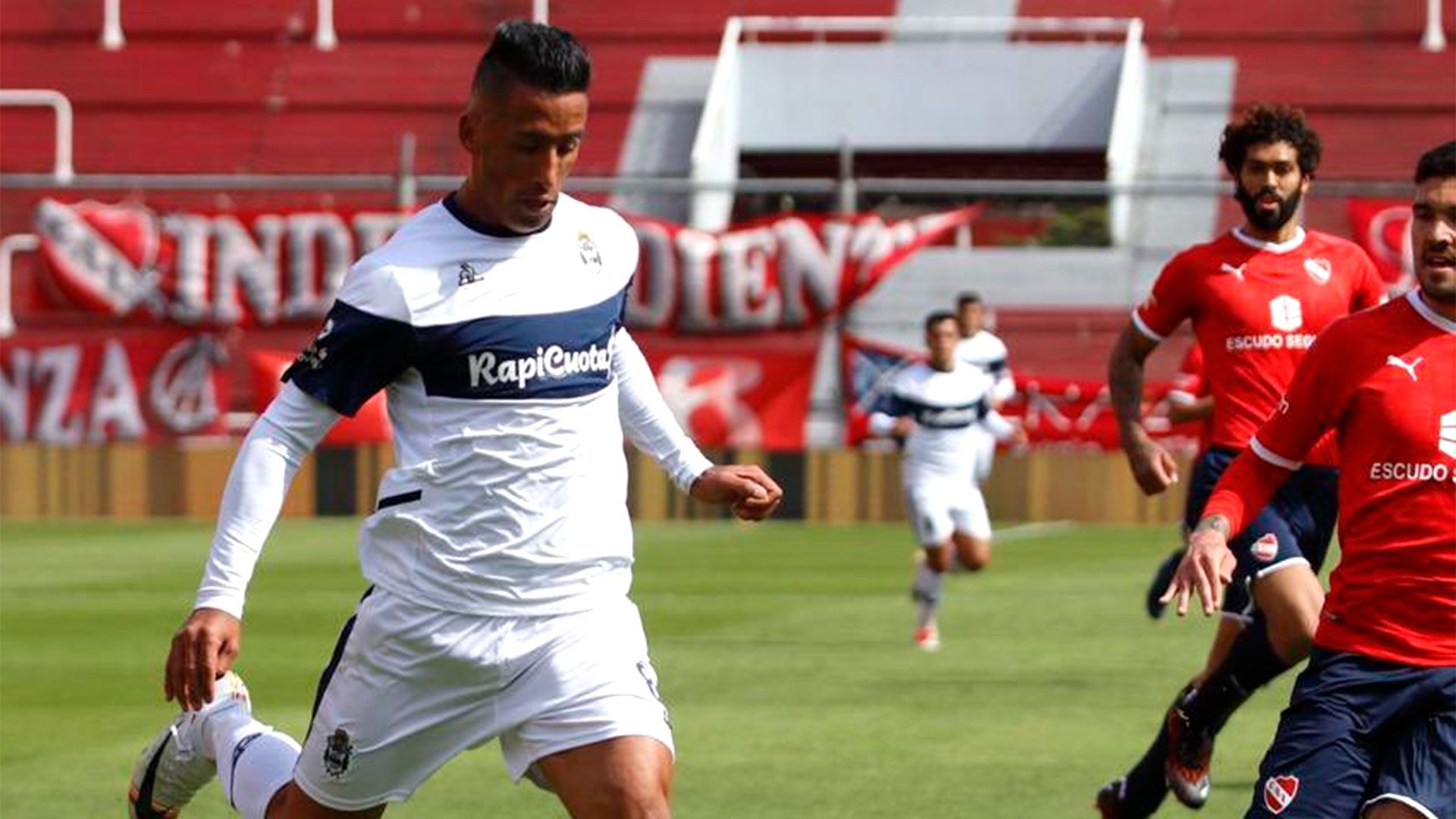 Independiente-Gimnasia-Lucas-Barrios